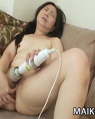Yasuko Watanabe: BBW Mature JAV Plugged By A Small Cock