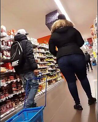 Thick shopping woman - Ayacum.com