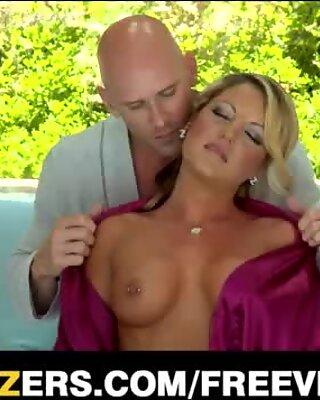 Bigtit blonde mature Holly Tyler gets massage