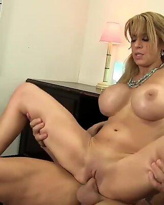 WANKZ- Stud Shows Alyssa Lynn Who the Boss Is