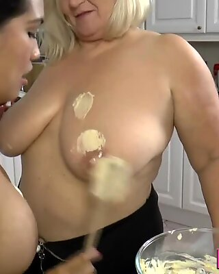 Granny covers les in cake