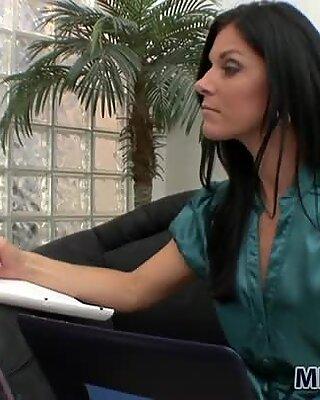 Psychologist India Summer treats Chastity Lynn