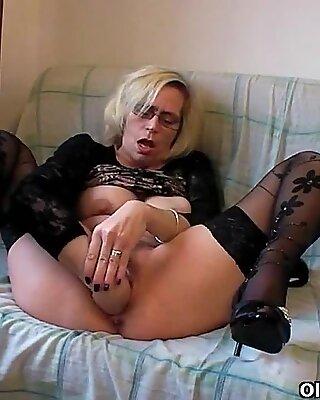 Granny fucks her fist when there is no cock around