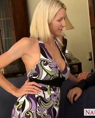 Tattooed blonde mom Emma Starr fucking