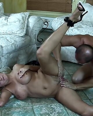 Mouth Fucked Blonde MILF Lindsay Foxx Taking A Facial