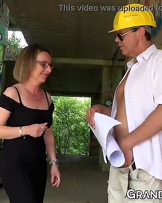 GILF lady fed cum after finding a babe to suck a mans cock