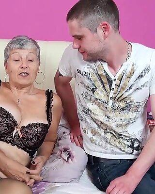 GER: Alte Mutter wird ordentlich genommen!