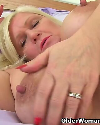 british grandma Lacey Starr fucks her twat with a fuck stick