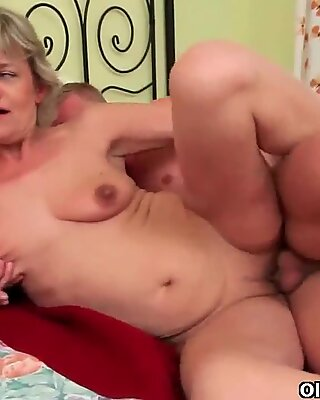 Blow your cum load into mom's mouth