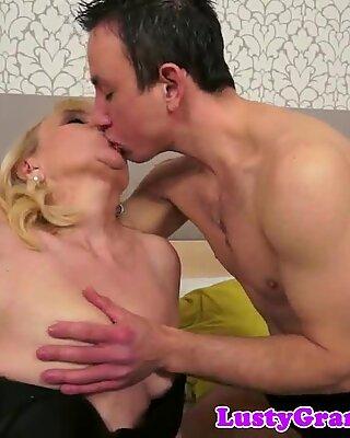 Saggytit mature cumplays after analsex
