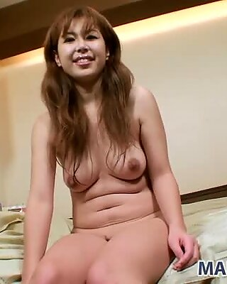 Dirty milf Yuriko Hiratsuka gets sexited in public sauna