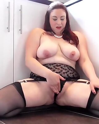 British mature mom Scorpio with big saggy tits