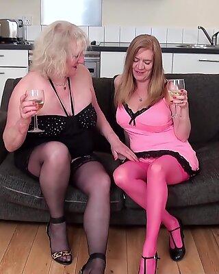 OldNannY Lesbian Mature Cicks