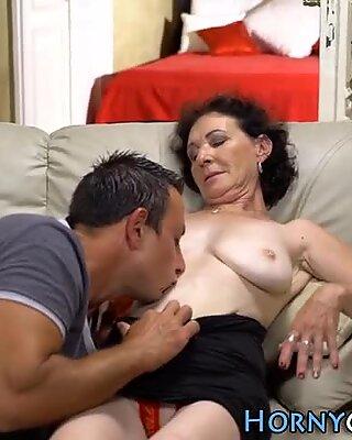 Mature woman sucks dick