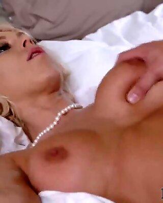 Hardcore orgasm Unpacking Stepmom