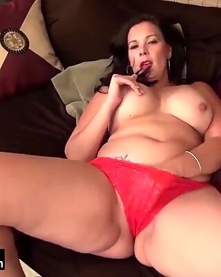 USAwives Compilation of Hotest Matures and Milfs
