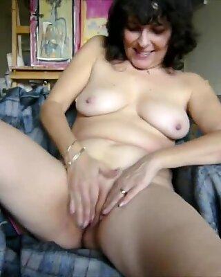 Nikki the horny slut rubbing her pussy
